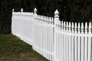 The 5 Steps Guide to Spray Painting a Fence